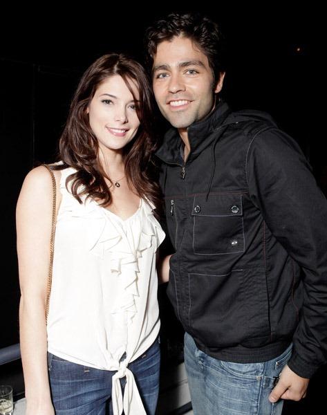 Ashley Greene and Adrian Grenier Get Cozy - PEOPLE.com