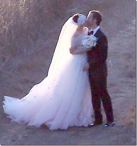 Creepy Paparazzi Photos Of Anne Hathaway's Wedding